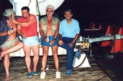 C. Giovannelli e tecnici NASA festeggiano successo lancio SM-5, Lamu, 1988