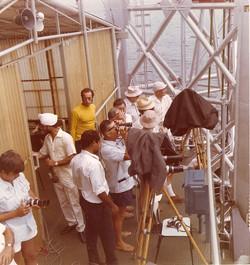 W. Mandini, F. Bracciaferri e ospiti in attesa del lancio, ponte S. Rita, 1970-74
