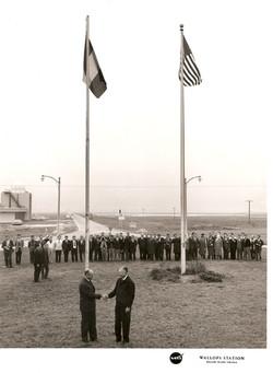 Alzabandiera a WI, 13.12.1964