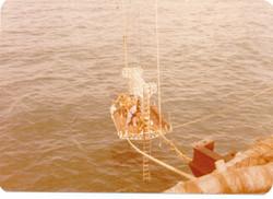 Piattaforma di riparazione cavi sottomarini.jpg