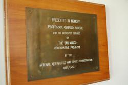 Targa commemorativa Prof. Ravelli donata da NASA.JPG