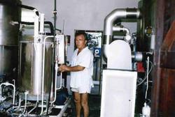Campo Base Tom Parisi controlla il funzionamento impianto osmosi per produzione acqua