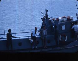 Umberto Tricarico e Paolo Lacchini sulla motobarca in partenza per le piattaforme
