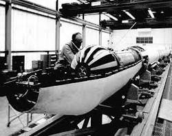 Ottavio Ruggeri al lavoro su satellite SM-1, Wallops dicembre 1964