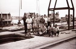 Gruppo tecnici italiani e africani a Mombasa durante allestimento S. Marco, 1966
