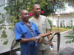 James Pilato and Bernard Oduor, lavoratori locali, Base Camp