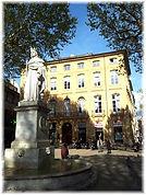 Le cours Mirabeau et la statue du Roy René