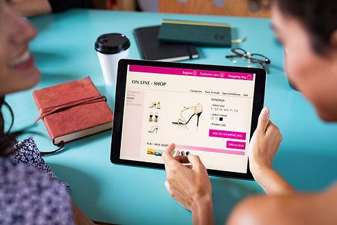 friends-shopping-shoes-online-5PAKNV2.jpg