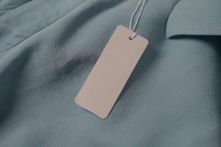 कपड़े-टैग-फैशन-ब्रांड-नाम-मॉकअप-EKXZLEP.jpg