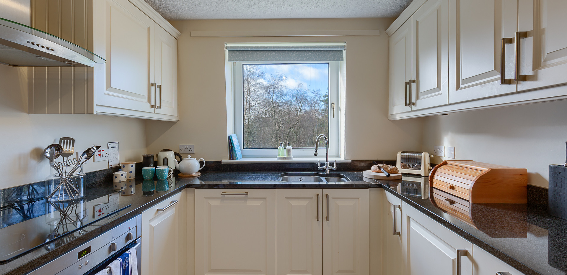 Guthrie Court fully equipped kitchen