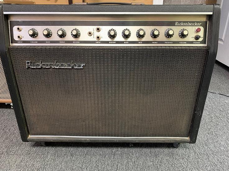 Rickenbacker TR100  Amp