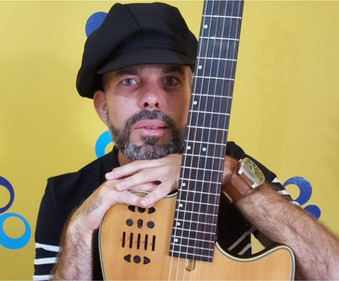 ARTE NA PRAÇA III - Jean Pereira faz mistura de gêneros musicais na Praça das Artes