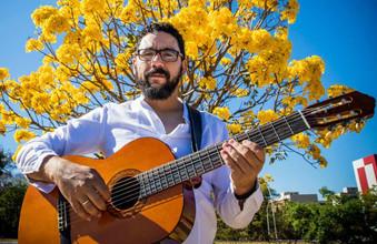 ALBERTO SALGADO será a atração no próximo sábado no ARTE NA PRAÇA III