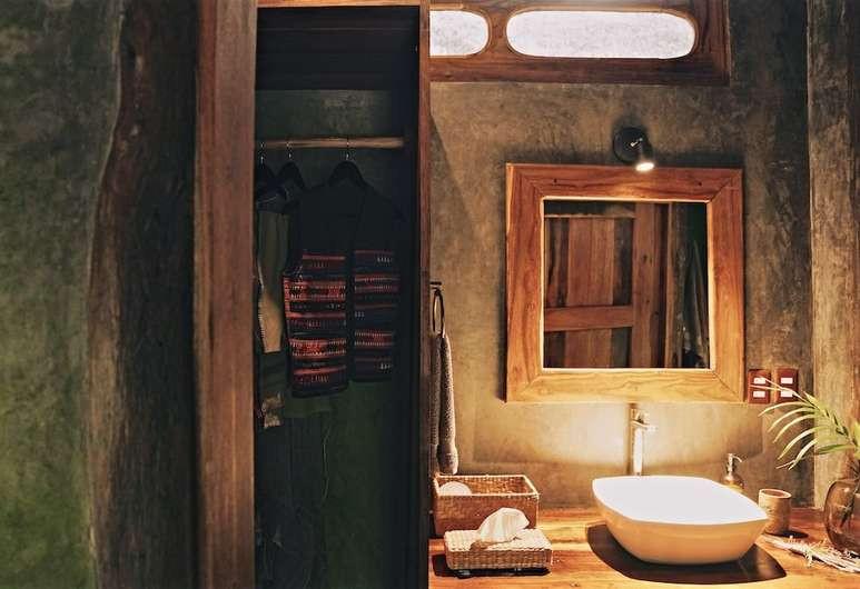 Jungle Bathroom room.jpg