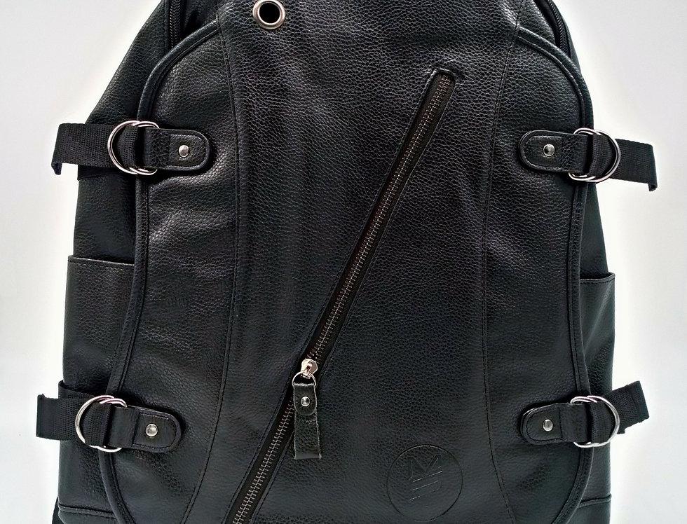 Glossy MST backpack / charging port