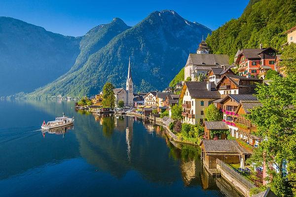hallstatt-austria-shutterstock_583691665