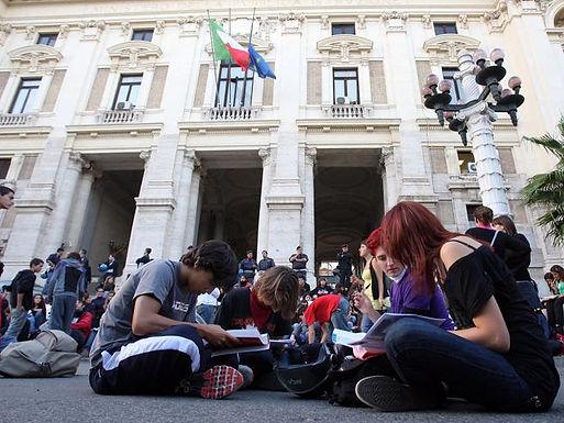 Roma, abbandoni record: un alunno su tre lascia la scuola