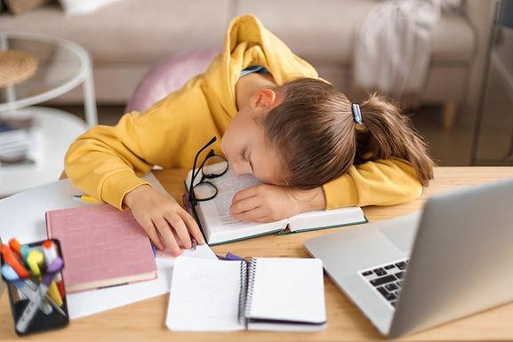 La DaD sfianca e necessita una giornata di riposo per i giovanissimi: allegata la circolare del DS s