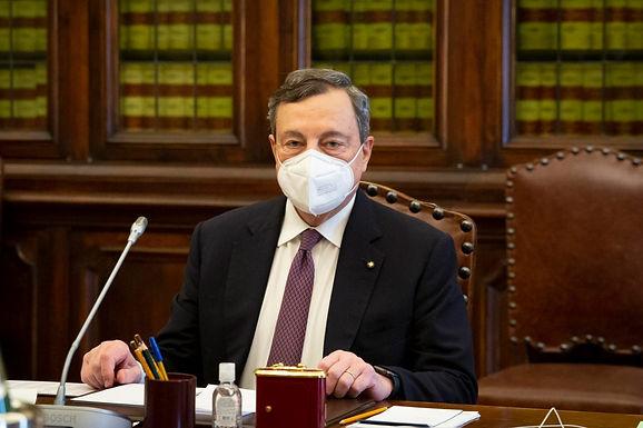 Draghi e l'ipotesi scuola fino a fine giugno: chi è pro e chi è contro