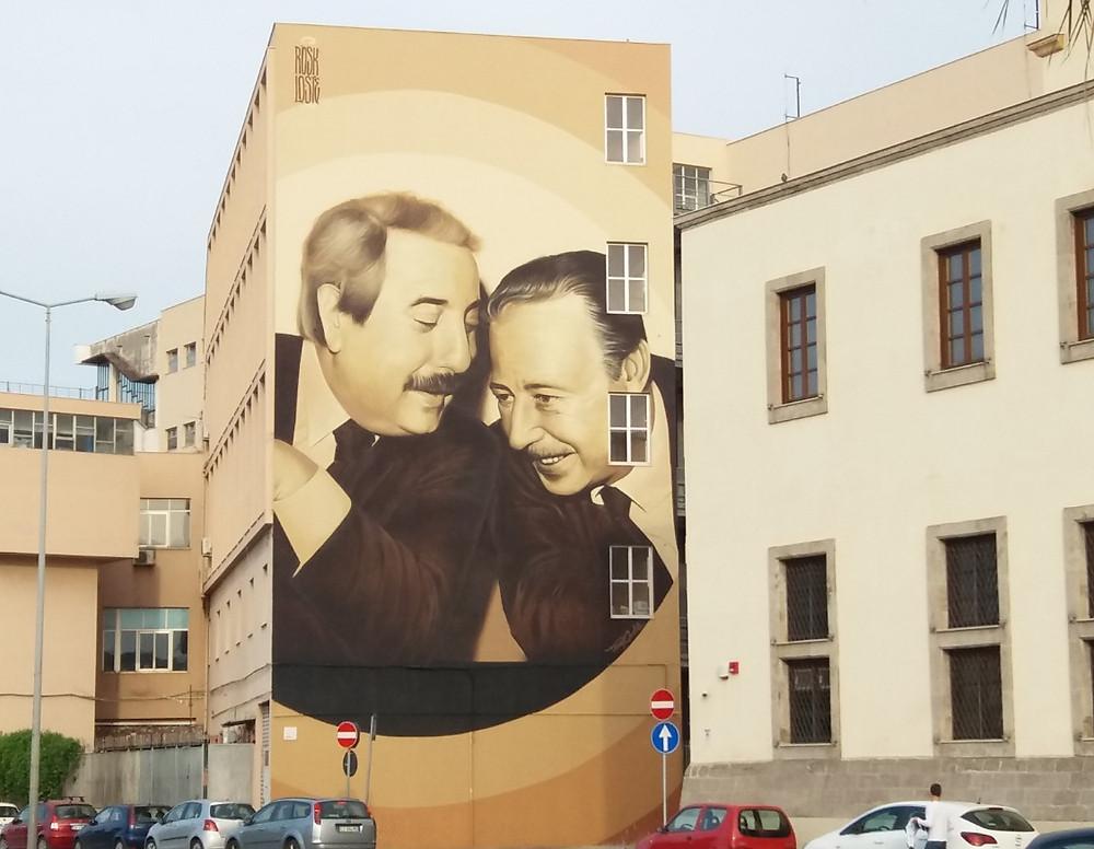 La obra se encuentra en los edificios frente al puerto de la ciudad de Palermo