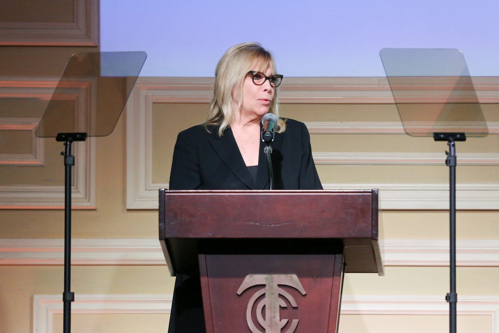 Ellyn Needham presenting the 2019 Lifetime Achievement - Foundation Award