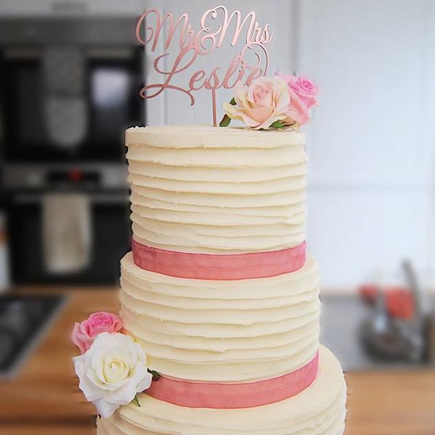 Buttercream wedding cake 🥰 So so happy