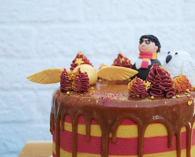 Salted caramel Harry Potter cake 🧙♂️🎂