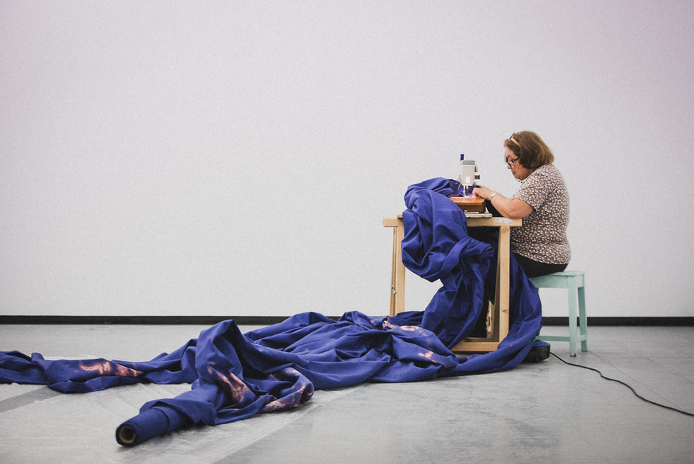Fala-só being sewn in the gallery