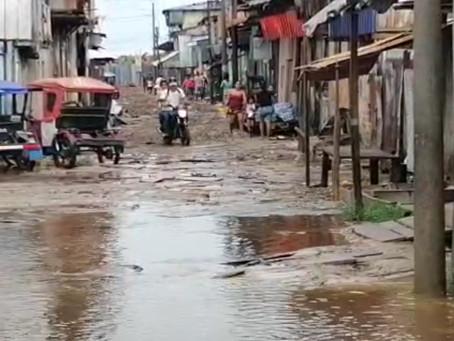 Lluvias intensas perjudican calles en Punchana