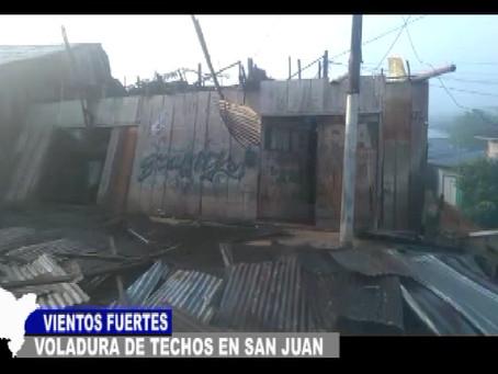 VIENTOS FUERTES CON VOLADURA DE TECHOS EN SAN JUAN