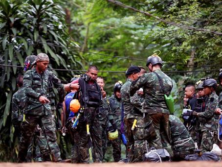 Rescatista murió luego de entregar ayuda a niños atrapados en cueva de Tailandia