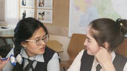 Schülerinnen im Deutschunterricht.JPG