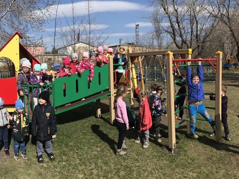 Erster Ausflug auf den Kinderspielplatz