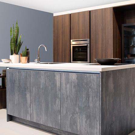 № RP 33 Кухня Rotpunkt Küchen Zerox Edition - Euca Caramel KQ | Iron - Blue Steel KQ