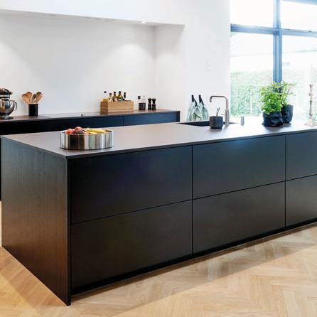 № RP 09 Кухня Rotpunkt Küchen Quattro - Black CL | Zerox - Black HPL XT