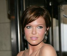 mandy moore tan makeup