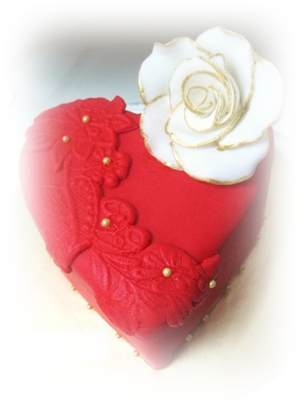 red heart hantaran wedding cake edit