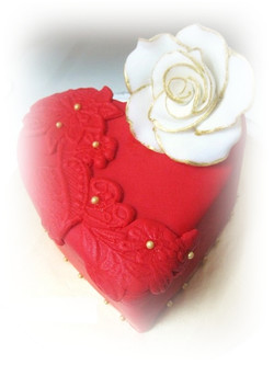 red heart hantaran wedding cake edit