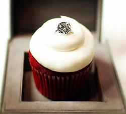 55000_sparkling_red_velvet_cupcake_with_diamond_ring_u7dac