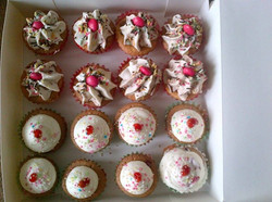 Cupcakes_Nutella_Cœur_Ganache_au_chocolat,_Chantilly_au_Nutella_décors_M&M's_&_Cupcakes_à_la_Rose_Cœ