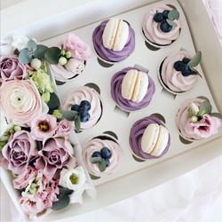 Box flowers cupcake