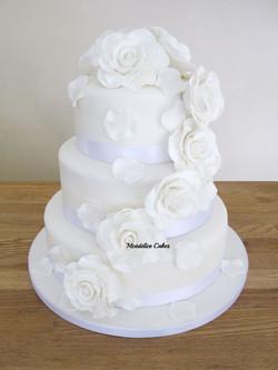 Cake Blanc Cascade Rose Blanche