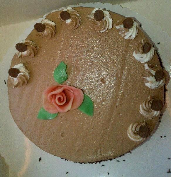 Moka_Chocolat..Crème_au_beurre_légère_entre_une_Génoise_au_Chocolat_