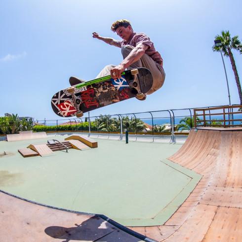 Chance Skateboard jump 488A0904.jpg