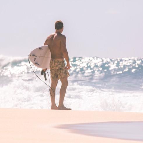 David Surfing Oahu 488A5711.jpg
