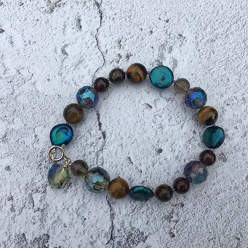 Blue tone beaded bracelet