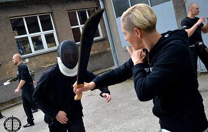 Agresor uzbrojony w niebezpeczny przedmiot w maczetę - szkolenie tematyczne United Krav Maga Krków