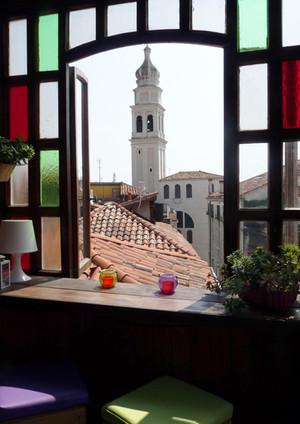 Terrazza, mensola creativa, vista su campanile