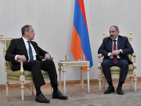 El canciller ruso Lavrov encabezó una delegación gubernamental que visitó Armenia