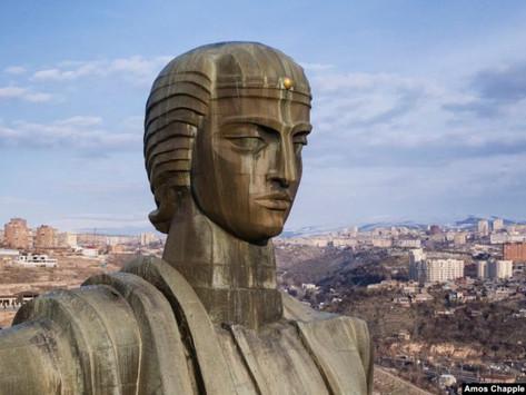 """Conociendo a la """"Madre Armenia"""": la mujer detrás de la icónica estatua de Ereván"""